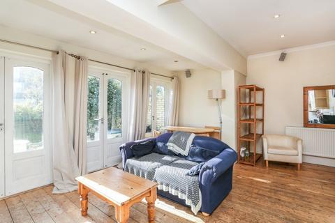 3 bedroom flat to rent - Whitehall Gardens, Acton