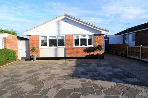 3 bedroom detached bungalow for sale - Glencoe Drive, Wickford