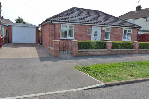 2 bedroom detached bungalow for sale - Lawson Avenue, Stanground, Peterborough PE2