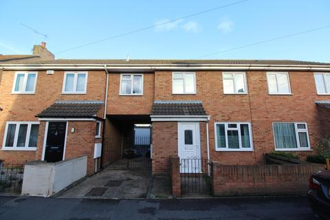 3 bedroom terraced house to rent - Cowper Road, Rainham, Essex, RM13