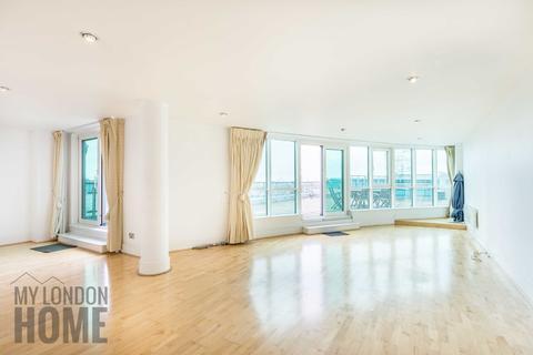 2 bedroom terraced house to rent - Bridge House, St George Wharf, Vauxhall, London, SW8