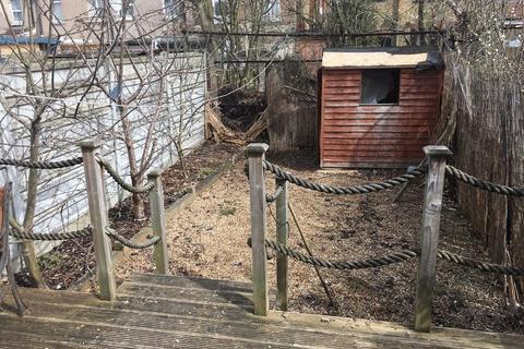 4 bedroom terraced house to rent - Dersingham Avenue, Manor Park