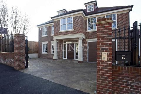 6 bedroom detached house for sale - Stradbroke Drive, Chigwell, Essex