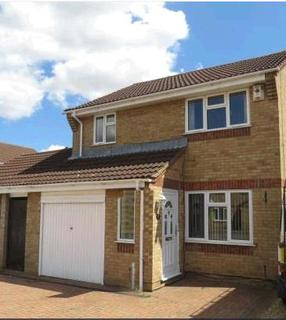 3 bedroom house for sale - Caldbeck Close, Peterborough