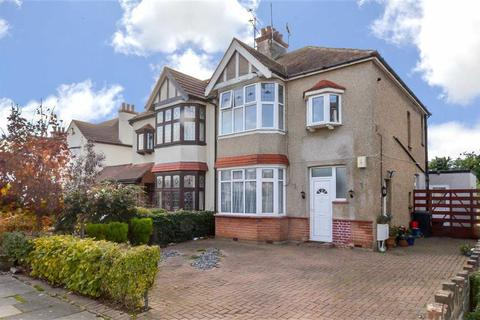 1 bedroom flat for sale - Leigh Gardens, Leigh-on-sea, Essex