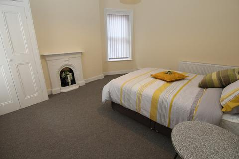 6 bedroom house share to rent - Fairfield Road, Droylsden