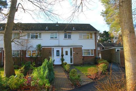 3 bedroom terraced house to rent - 38 Troutbeck Walk ,Surrey GU15 1BN