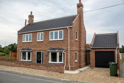 5 bedroom detached house for sale - Yarmouth Road, Broome