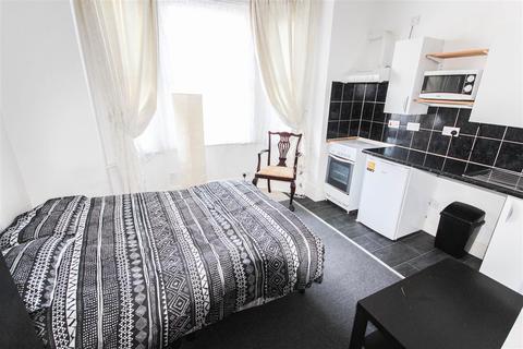 Studio to rent - Atherley Road, Southampton