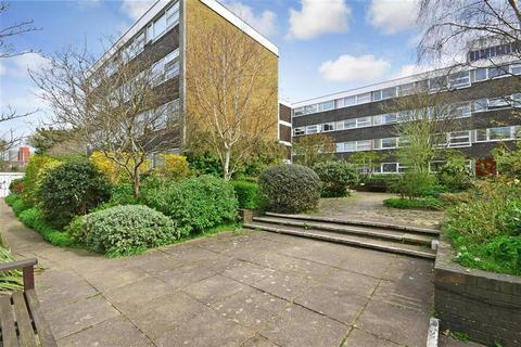 2 bedroom flat for sale - Somerhill Road, Hove, East Sussex