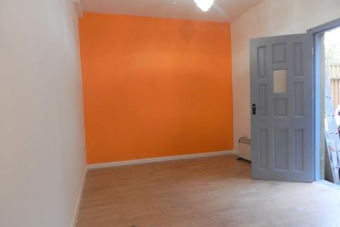 Studio to rent - Balham High Road, Balham, London, SW17