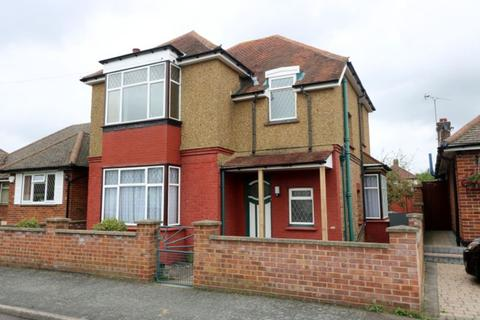 3 bedroom detached house to rent - South Avenue, Egham, TW20