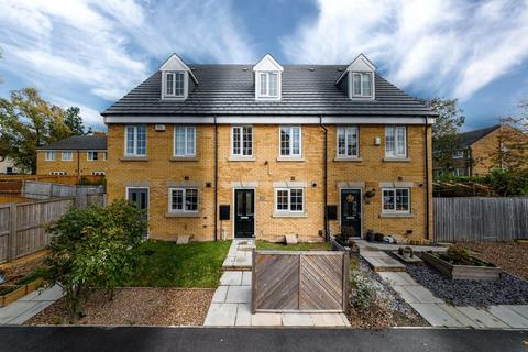 3 bedroom townhouse for sale - Newhall Park Drive, Bradford, BD5