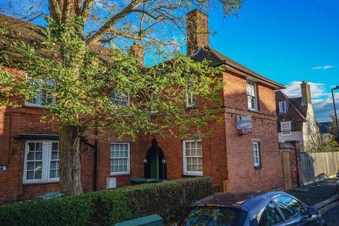 2 bedroom maisonette for sale - Walden Road, London