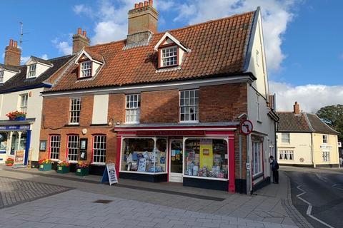 Shop to rent - 33 Market Place, Aylsham, Norfolk