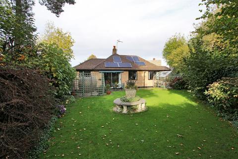 2 bedroom bungalow for sale - Holly Bush Lane, Sevenoaks