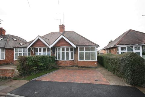2 bedroom bungalow for sale - Stanton Avenue, Spinney Hill, Northampton, NN3