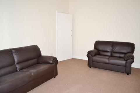 3 bedroom flat to rent - Hazelwood Avenue, Jesmond, Newcastle Upon Tyne