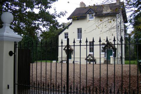8 bedroom property with land for sale - Harrow Weald, Englefield Green