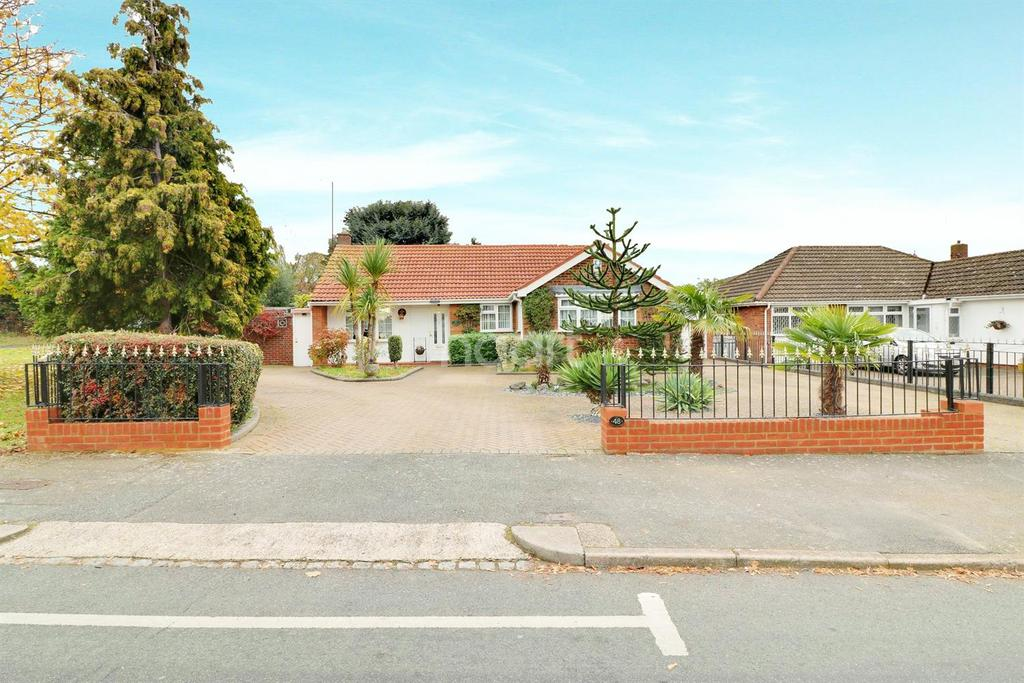 4 Bedrooms Detached House for sale in Ailsworth Road, Limbury