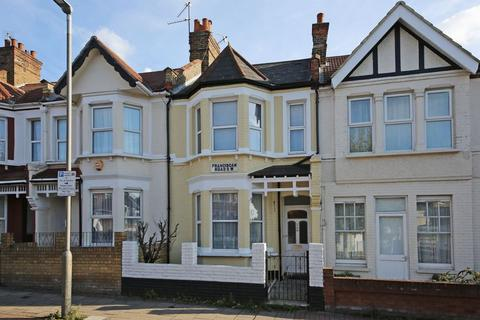 3 bedroom terraced house for sale - Franciscan Road, London
