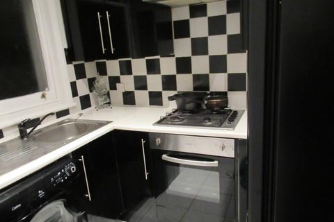 1 bedroom flat share to rent - Furnished double room in flatshare - Bills Inc