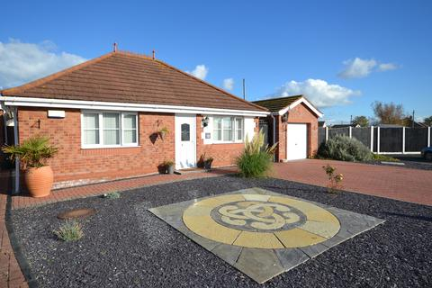 2 bedroom detached bungalow for sale - Summer Court, Towyn, Conwy, LL22