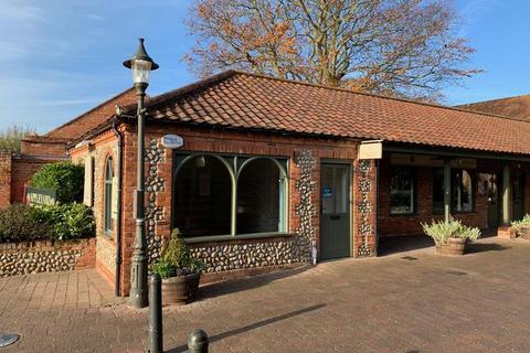 Shop to rent - 8 Appleyard, Holt, Norfolk