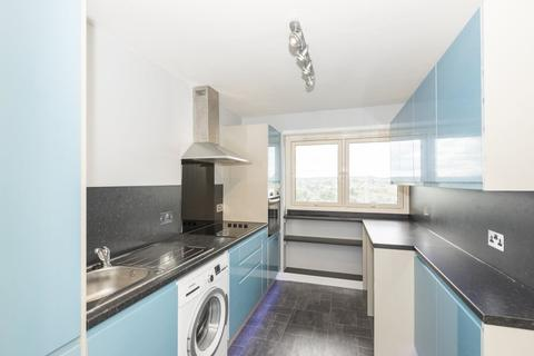 2 bedroom flat to rent - 118 Thistle Court
