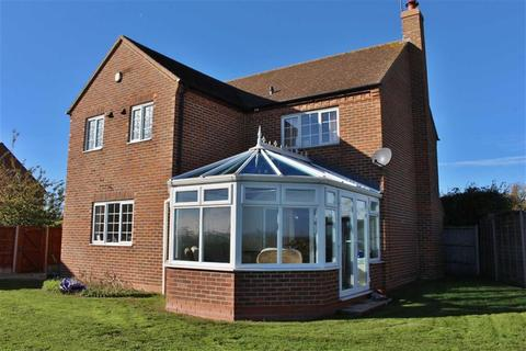 4 bedroom detached house to rent - Main Road, Gloucester