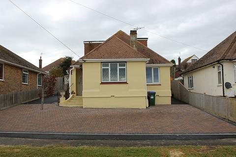 3 bedroom bungalow to rent - Oaklands Avenue, Saltdean, BN2 8PB