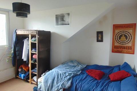 4 bedroom flat to rent - Westridge Road