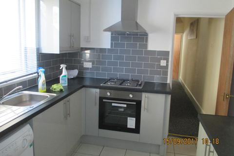 4 bedroom terraced house to rent - Percy Road, Southsea