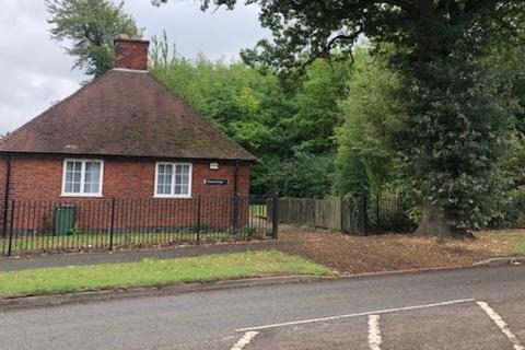 2 bedroom detached bungalow for sale - Stoughton Drive South, Oadby, Leicester, LE2 2RJ