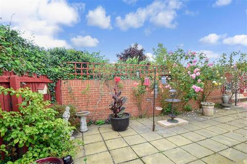 2 bedroom detached bungalow for sale - Church Lane, Seasalter, Whitstable, Kent
