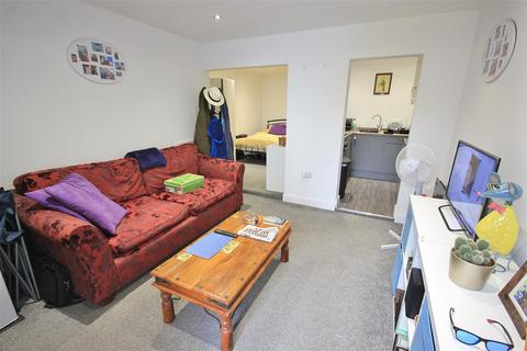 Studio to rent - Ashley Road, Parkstone, Poole