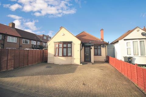 4 bedroom detached bungalow for sale - Connaught Avenue, Hounslow, TW4