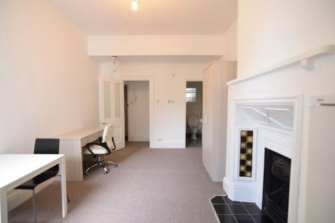 1 bedroom flat to rent - LARGE ONE BEDROOM FLAT NEAR BRIGHTON STATION