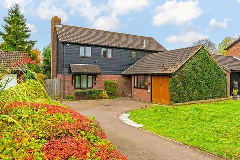 4 bedroom detached house for sale - Stoneleigh Close, Luton