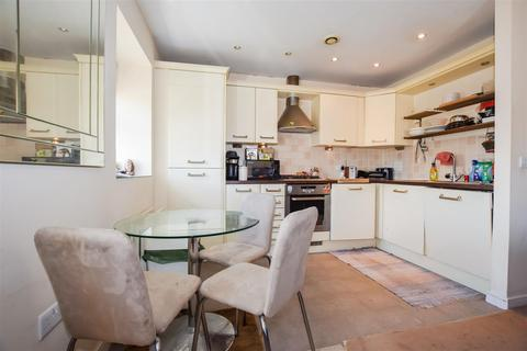 2 bedroom flat for sale - Green Lane, Morden