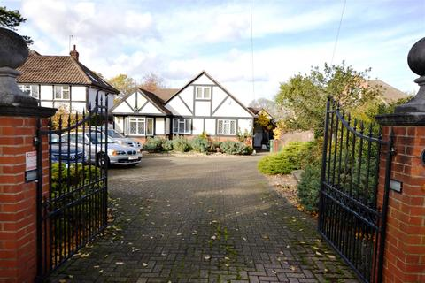 4 bedroom detached bungalow for sale - Salisbury Road, Worcester Park