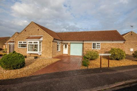 2 bedroom detached bungalow for sale - Doggett Road, Cambridge