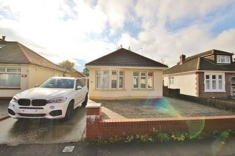 2 bedroom detached bungalow for sale - Park Avenue, Whitchurch