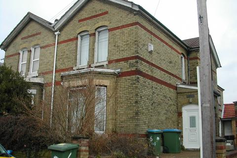 8 bedroom detached house to rent - SPEAR ROAD,