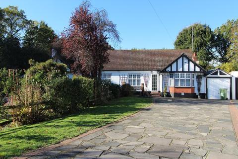 2 bedroom semi-detached bungalow for sale - Rectory Gardens, Cranham, Essex, RM14