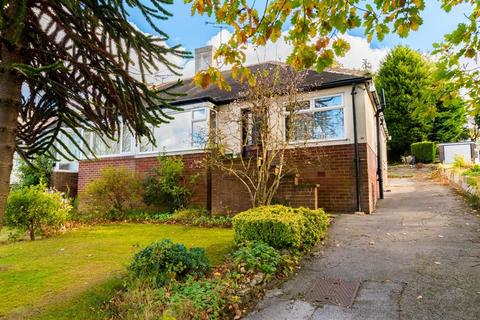 2 bedroom bungalow for sale - Tinshill Road, Cookridge, LS16