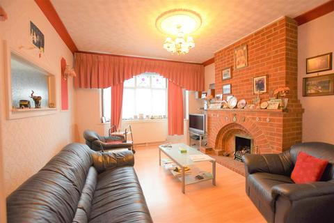2 bedroom bungalow for sale - Wadeville Avenue, Chadwell Heath, RM6