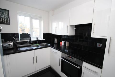 2 bedroom apartment to rent - Wellington House, Kidman Close, Romford, RM2