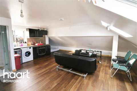 Studio to rent - Princes Road - Romford - RM1
