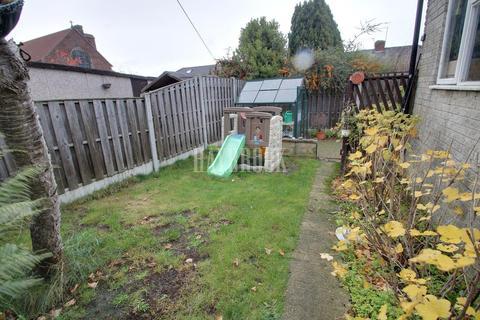 3 bedroom semi-detached house for sale - Brackenfield Grove, Frecheville, S12
